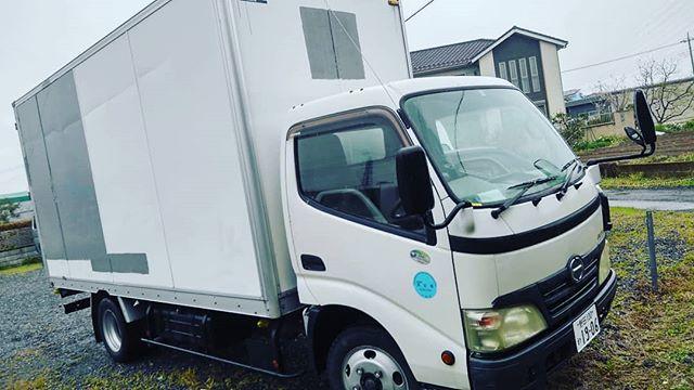 こんにちは。今日から4月ですね。ブルーモータース、本日は、トラック入荷しました。エイプリルフールではなく、お客さまからのご依頼で仕入れました。日野デュトロお客さまは、この、デュトロを、ベースにキッチンカーを作るとのことです。 楽しみですね#bluemotors #デュトロ#業者オークション#業者オークション仕入れます#埼玉 車屋